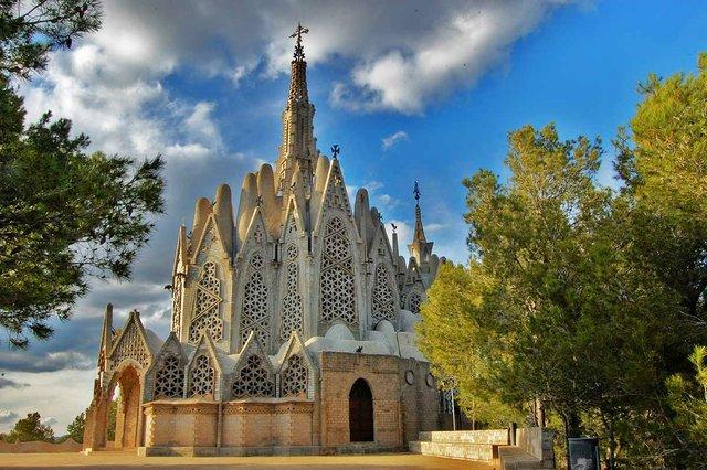 Ermita_de_la_Mare_de_Déu_de_Montserrat_(Montferri)-photo-by-MARIA-ROSA-FERRE-(CC-BY-SA-2.0)-via-wikimedia-commons.jpg