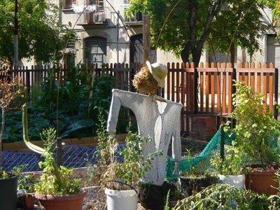 scarecrow-el-huerto-urbano-comunitario-del-Forathome.jpg