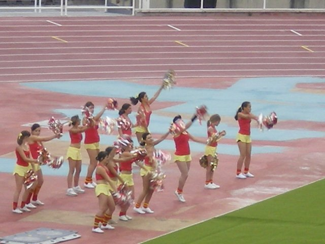 Cheerleaders-do-their-thing.jpg