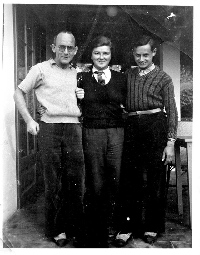 Archie and Nancy Johnstone with Walter Leonard