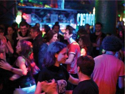 Salsa dancing meet-up group
