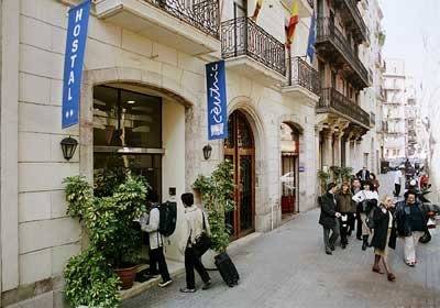 hostal-centric-centre-center-central-plaza-catalunya-ramblas-www.barcelona-metropolitan.com-1.jpg